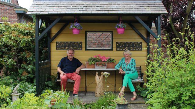Jong en oud bezoekt Open Tuinen Weekend in Castricum